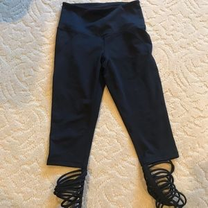ZELLA HIGH WAISTED CROP LEGGINGS SZ SMALL